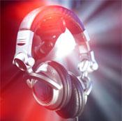 Musik ti festen leveres af en DJ
